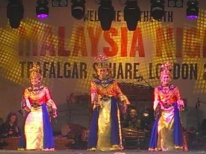 Malaysian dancers 2